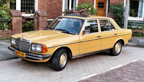 Mercedes-Benz 200-300 W123 Series Szedán 1976 - 1986
